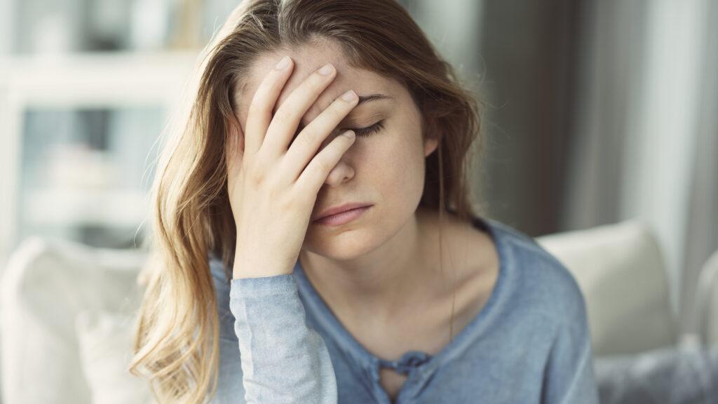 Rose-Mie: 'Op een bepaald moment kon een ik kwartier voor een migraineaanval niet meer helder nadenken en zag ik felle lichtflitsen'