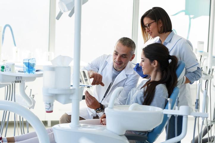 Welke tandcorrecties bestaan er voor jong en oud?