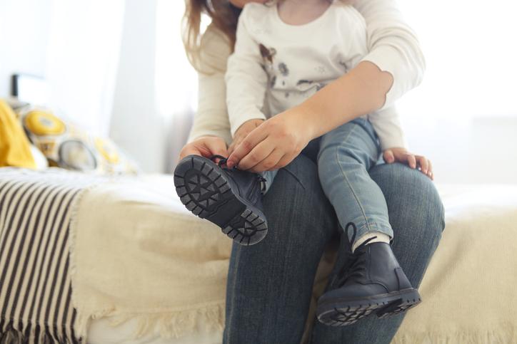 Schoenen kopen voor je kind? De podoloog vertelt waarop je moet letten!