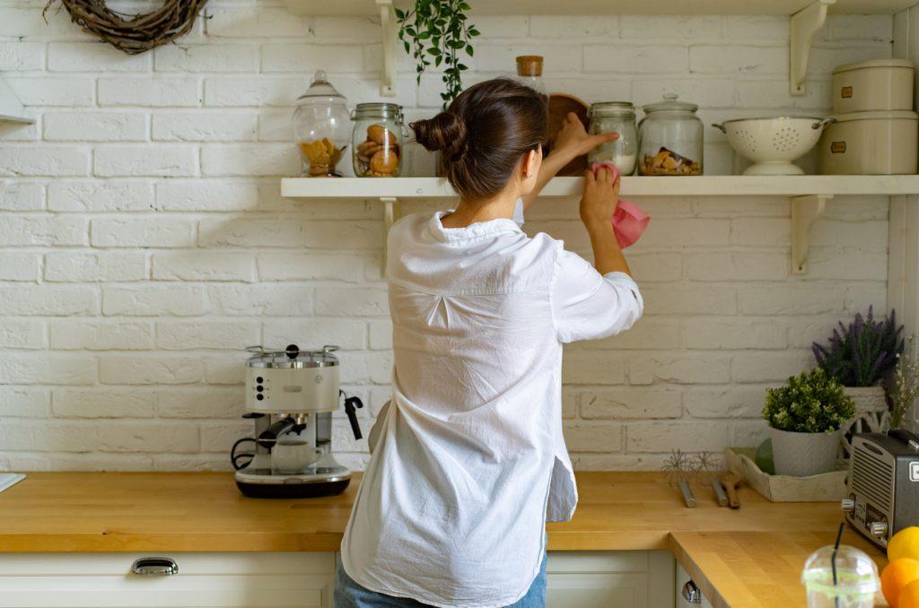 Clean house, clean mind: de opruimcoach legt uit welke voordelen een proper huis heeft voor je mentale gezondheid (én hoe je dat het beste aanpakt)