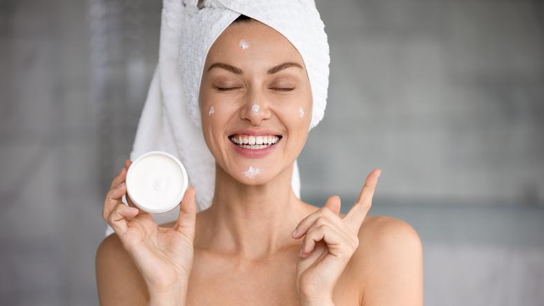 Vanaf wanneer gebruik je het best een anti-agingcrème? Dermatoloog Thomas Maselis geeft uitsluitsel