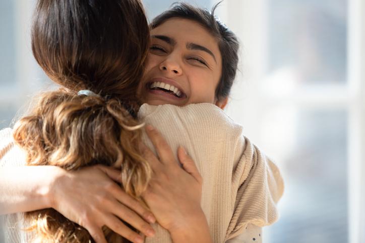 Internationale knuffeldag: 6 redenen om je lief, kind of knuffelcontact vandaag éxtra stevig vast te pakken