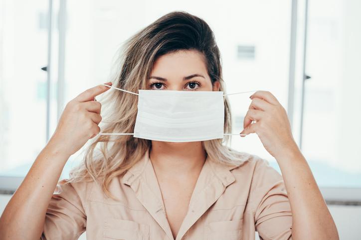Puistjes door je mondmasker? De schoonheidsspecialiste geeft tips