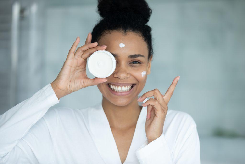 Hyaluronzuur: wat doet het met je huid en hoe gebruik je het?