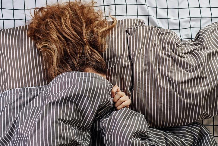 Een goede nachtrust? Verschoon op tijd je lakens én overweeg om apart te slapen!