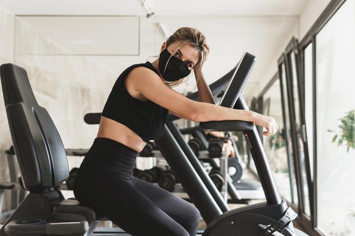 Nieuwe studie: 'Intensief sporten met mondmasker is niet gevaarlijk'