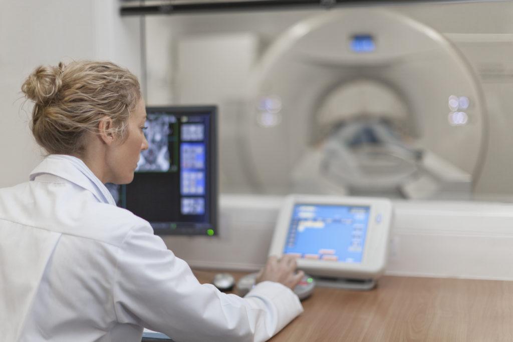 Lang wachten op een MRI-onderzoek: zijn er alternatieven?
