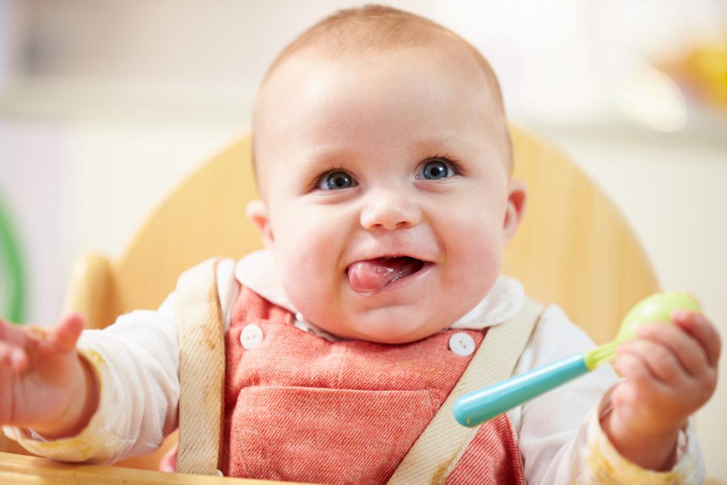 Vaste babyvoeding: vanaf hoeveel maanden geef je je kind wat?