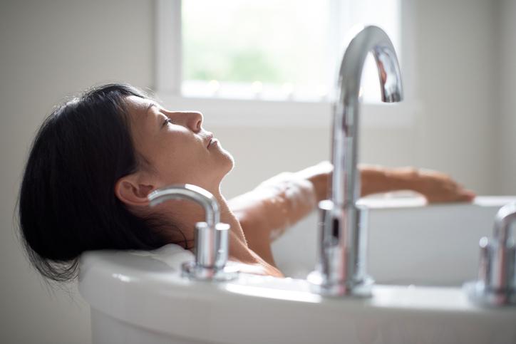 De mythe weerlegd: waarom een warm bad nemen niét helpt om sneller in te slapen