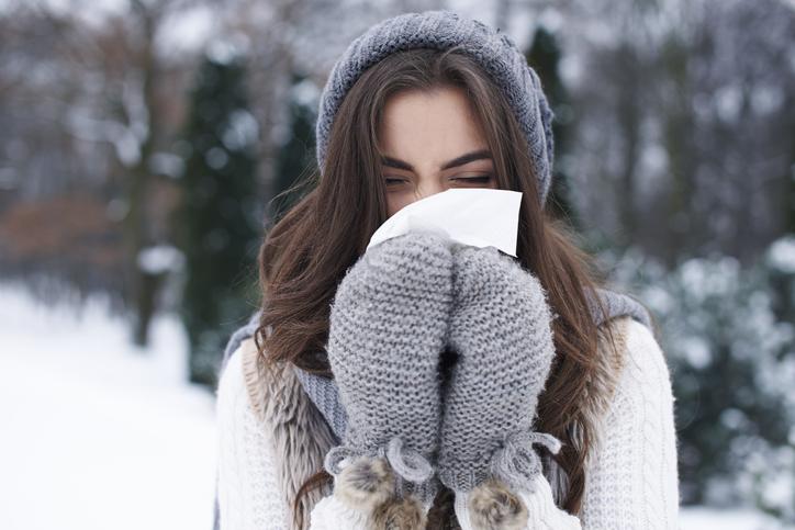 Van verkoudheid tot longontsteking: de 5  belangrijkste winterkwalen en wat je er zélf aan kunt doen