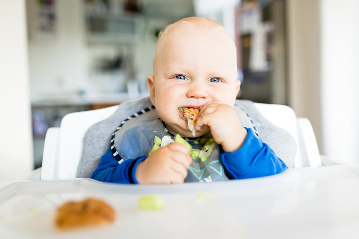Comment savoir si votre enfant est prêt pour ses premières bouchées