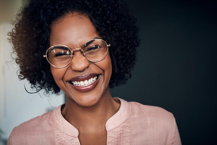 Lachen is gezond (zéker nu): de psycholoog vertelt waarom + 3 filmpjes die ons altijd doen gieren