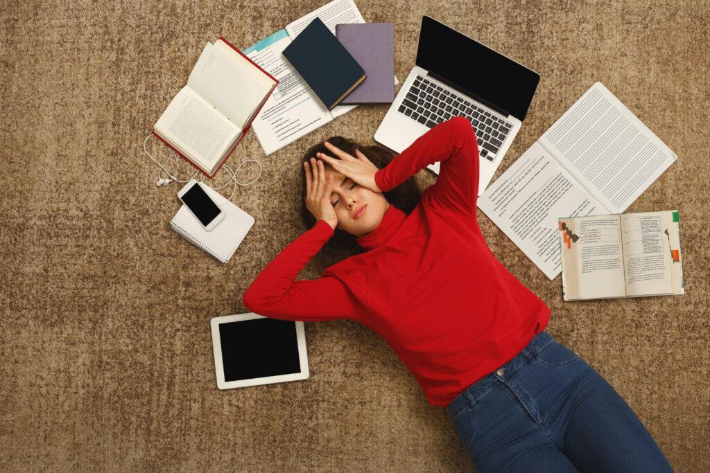 Studente Tara over de invloed van het coronavirus: 'Zodra ik aan mijn bureau zit, voel ik de stress opkomen'