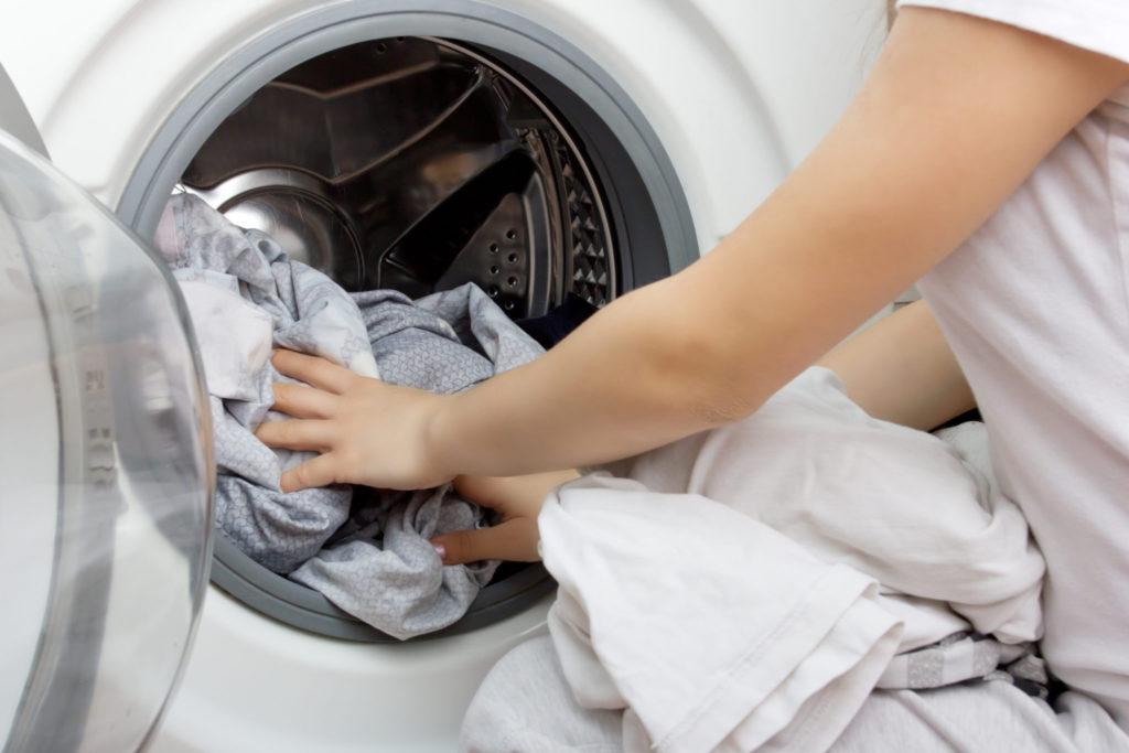 Hoe verwijder je stank uit een wasmachine?
