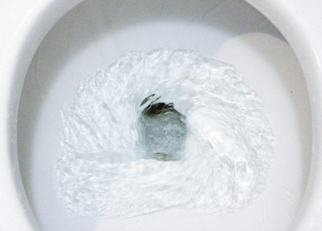 Op stap met ongewenst urineverlies: de beste tips