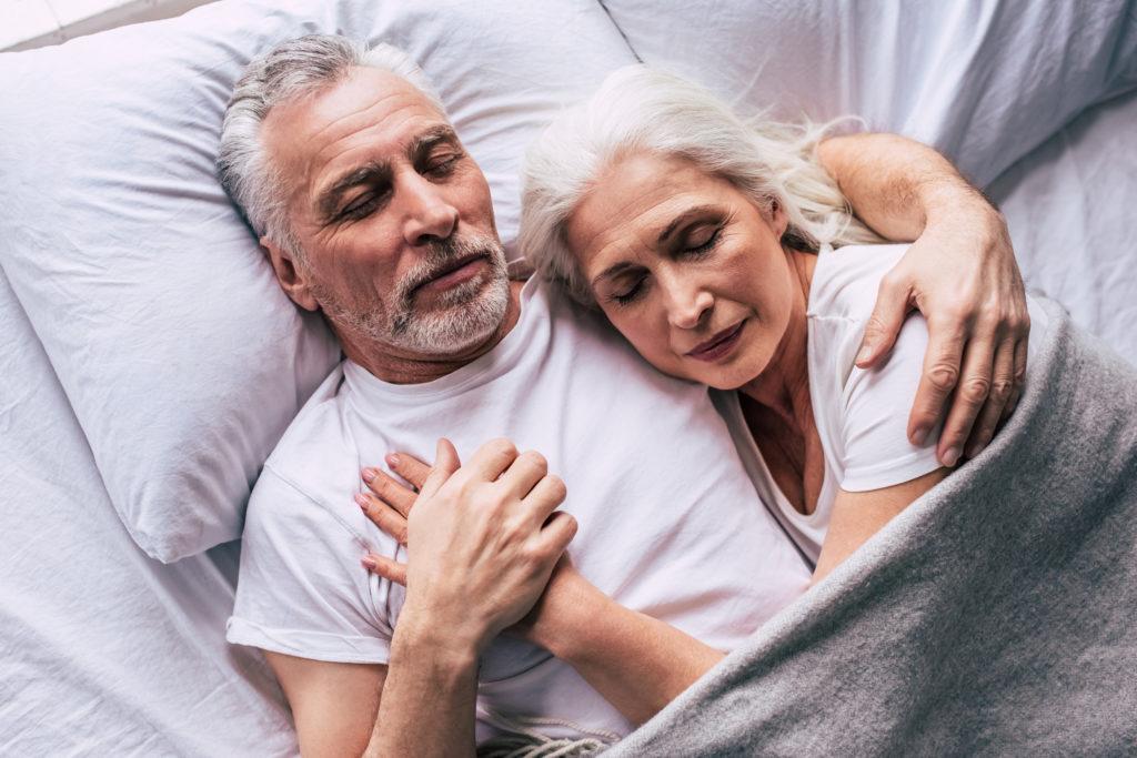Waarom het voor 60-plussers niet goed is om meer dan 9 uur per nacht te slapen
