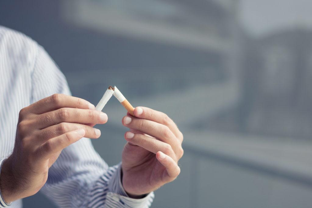 Iemand helpen stoppen met roken? Zo pak je het aan