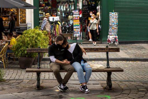 'Mensen gaan gewoon uitbreken': Zijn de coronamaatregelen nog houdbaar?