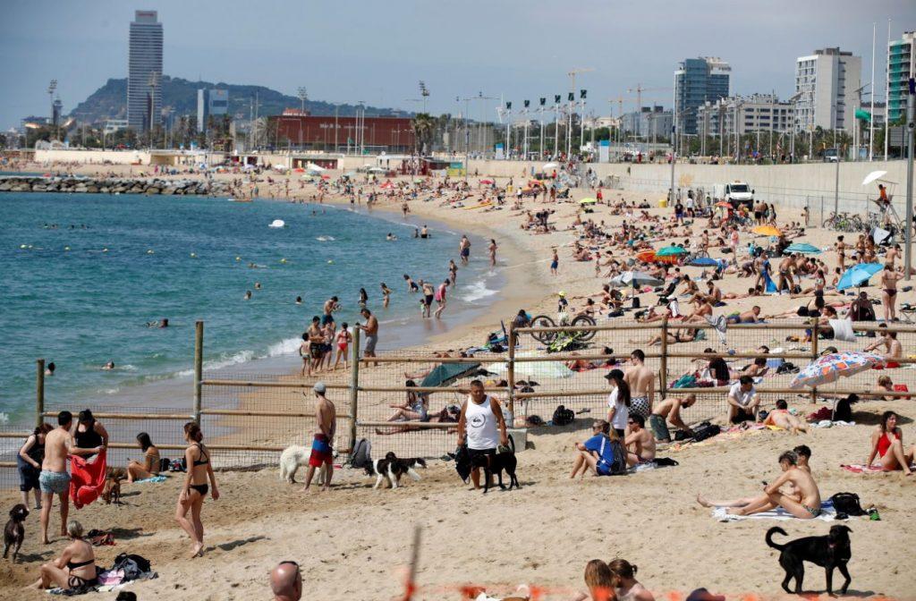 Retour de vacances: test et quarantaine obligatoires pour les 'zones rouges'