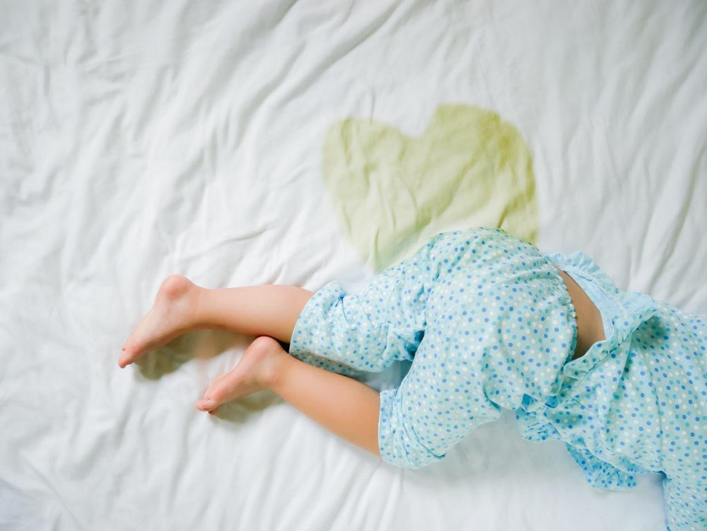 Matras reinigen: Zó krijg je kringen/vlekken van urine, bloed, … eenvoudig uit je matras