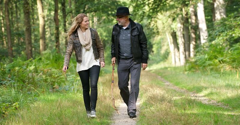 Mensen die geregeld in de natuur wandelen zijn positiever