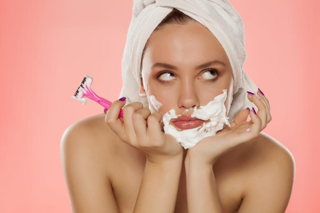 Moeten vrouwen hun gezicht ook scheren?
