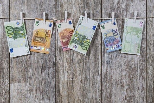 Banken blijven duizenden miljarden verdacht geld rondsturen