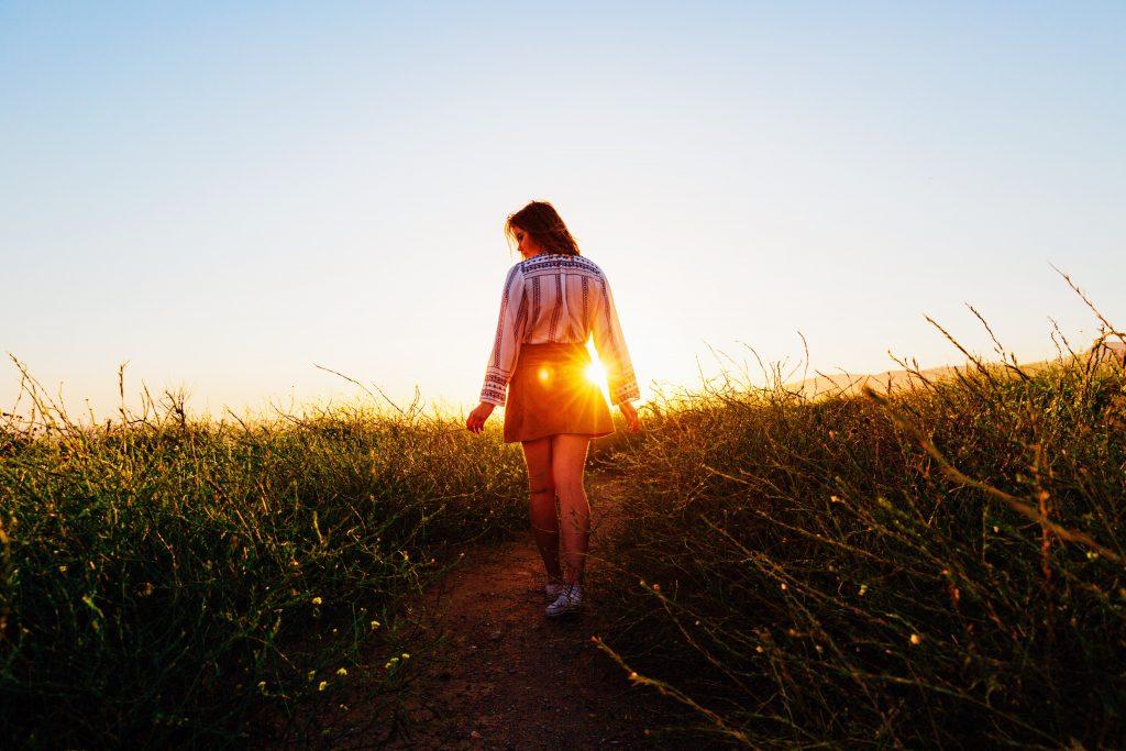 Stap voor stap ontspannen: meditatief wandelen doe je zo!