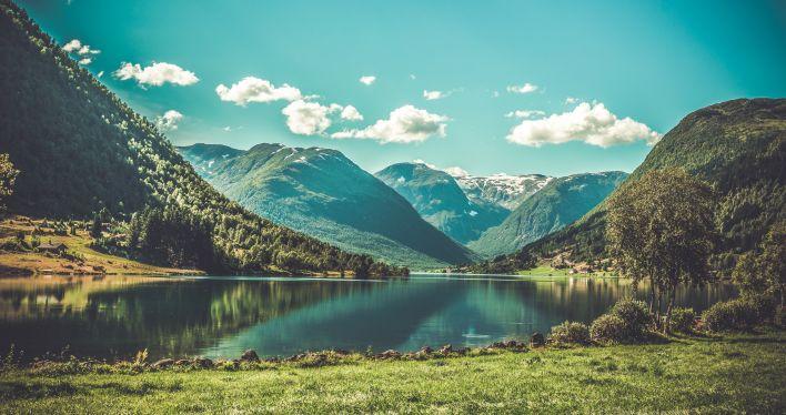 Noorse fjord: dit land heeft de sterkste democratie ter wereld.