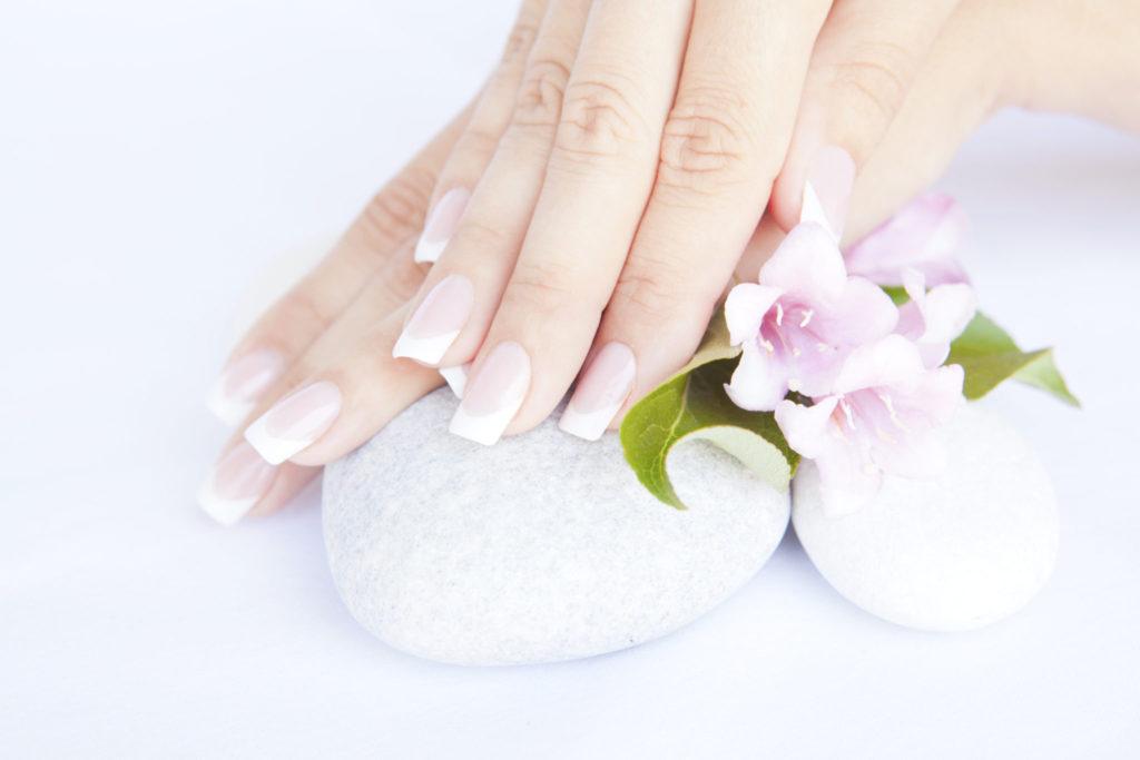 Nuttige tips om je verkleurde nagels te verzorgen