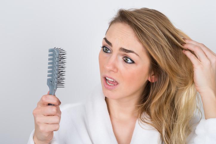 Oorzaken haarverlies bij vrouwen: Dit zijn ze