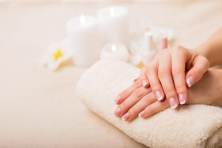 Op deze manieren droogt je nagellak sneller