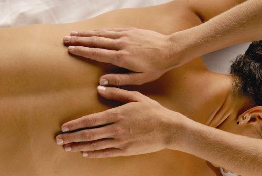 Pijn in middenrif bij inademen? Alle Oorzaken op een rijtje