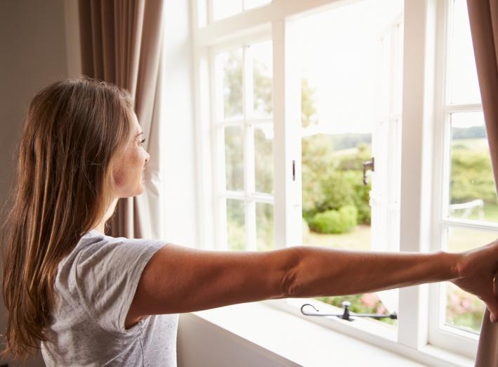 Pourquoi ouvrir les fenêtres pour aérer n'est pas suffisant pour garantir un habitat sain