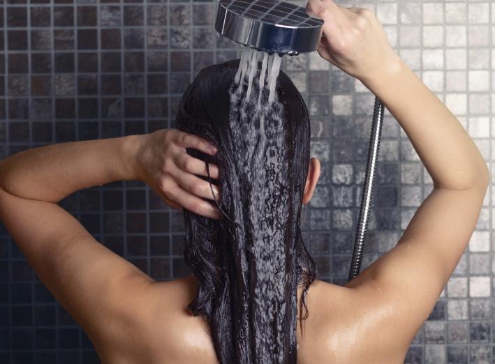 Pourquoi perdons-nous nos cheveux ?