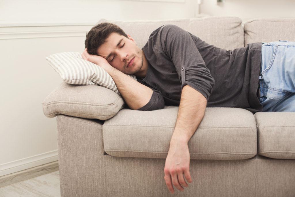 Is een powernap nu echt gezond? De waarheid achter 5 beweringen over slaap
