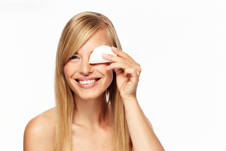 Reinig jij je gezicht met reinigingsdoekjes? Dan wil je dit écht even lezen