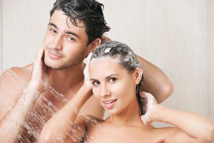 Samen douchen: deze ongemakkelijke momenten herkent iedereen!