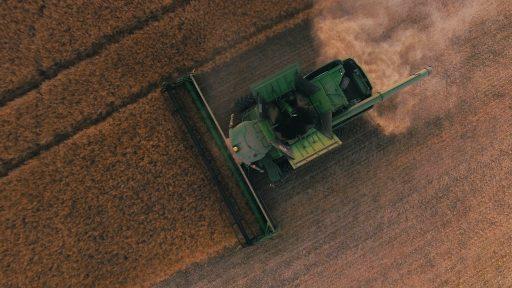 Amper 1 procent van de boerderijen exploiteert nu 70 procent van landbouwgrond in de wereld