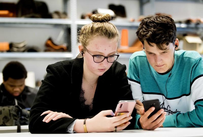 Hoeveel tijd spenderen we aan social media?