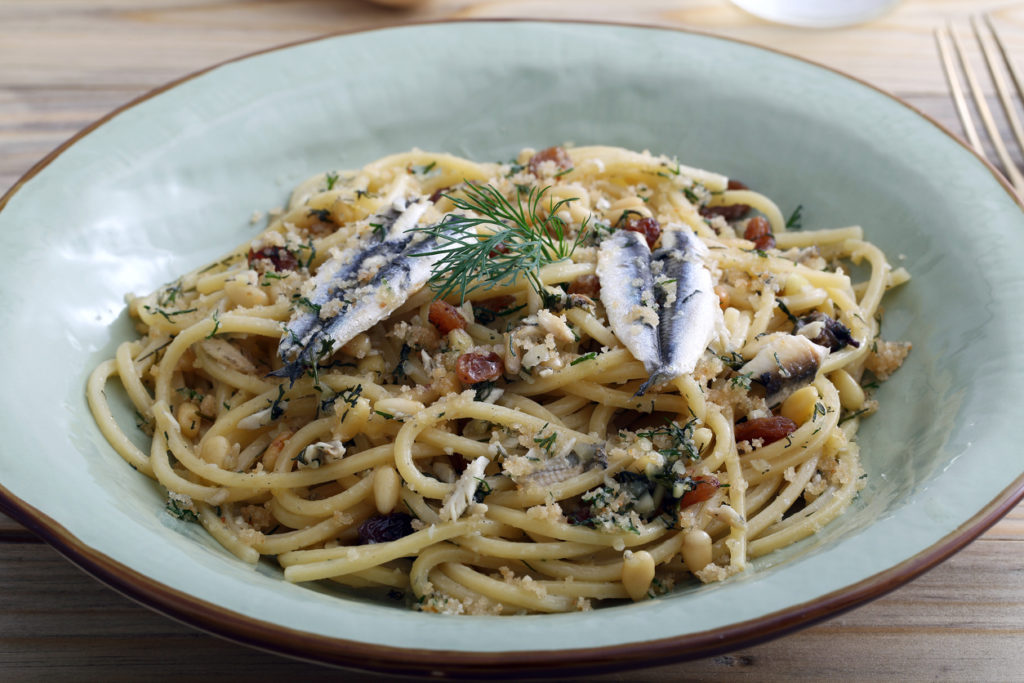 Spaghetti met prei en sardienen