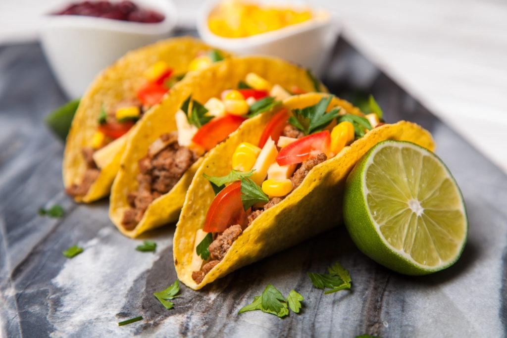 Taco's met geroosterde kip & tomatensalsa