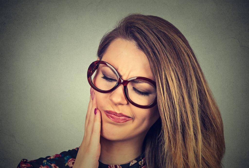 Tandvleesontsteking: Behandeling, Oorzaken & Hoe pijn verzachten?