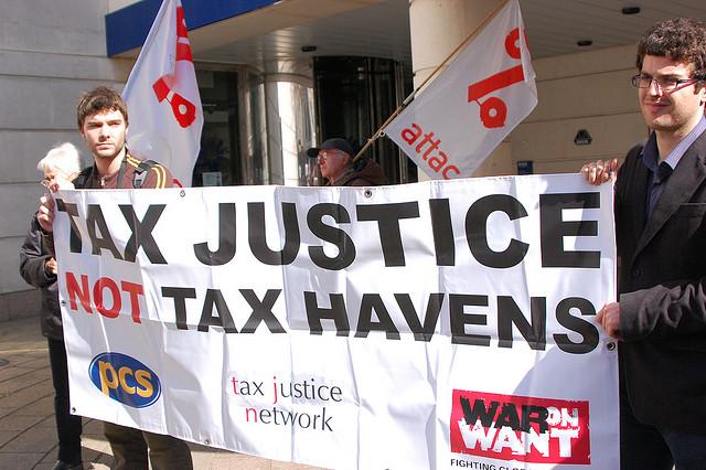 Demonstratie voor eerlijke belastingen aan de Europese instellingen in Brussel in 2017 - Flickr