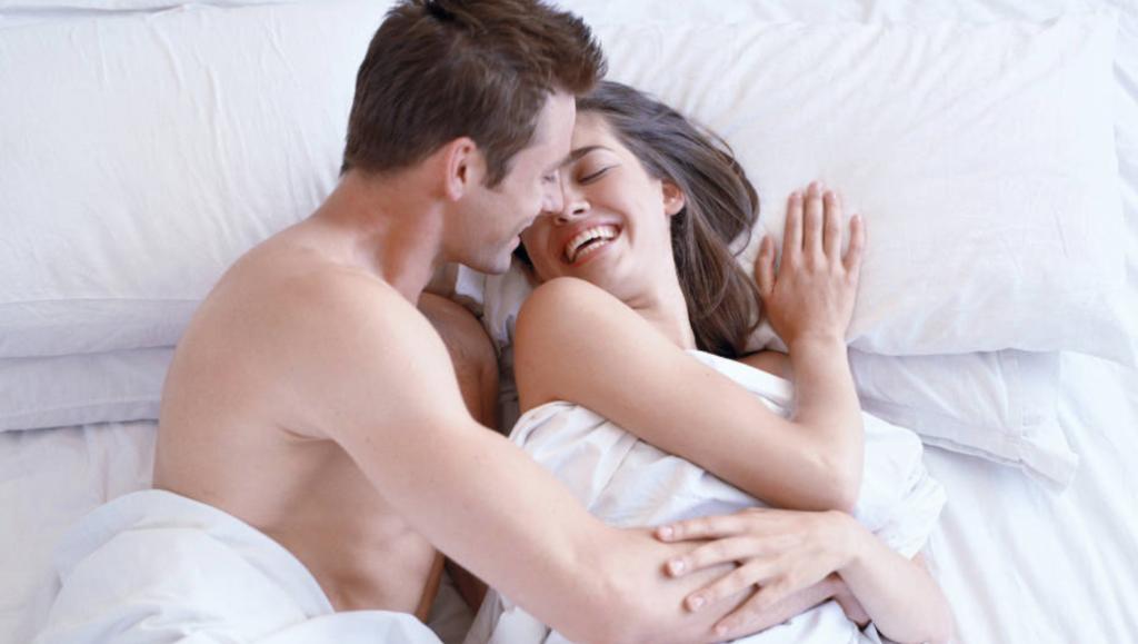 Tegelijk naar bed: een must in je relatie?