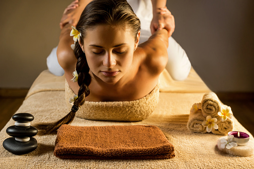 Thaise yogamassage: yoga voor luie mensen?