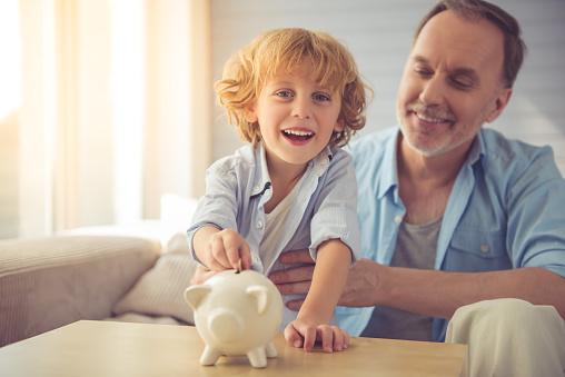Hoeveel zakgeld geef ik mijn kinderen en kleinkinderen?