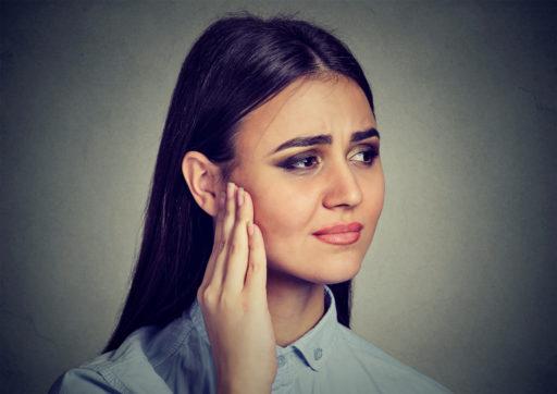 Tinnitus (oorsuizen): symptomen, oorzaken en behandeling