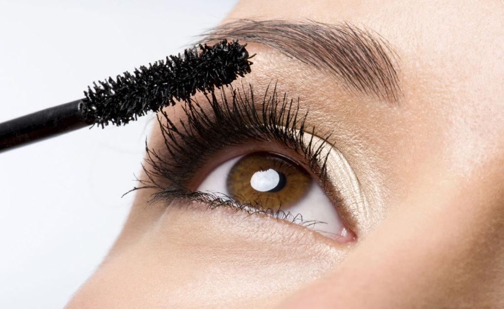 TIP: Zo voorkom je klontertjes in je Mascara