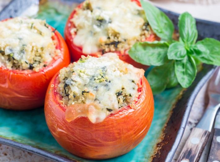Tomates farcies au pesto et au quinoa